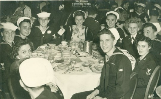 Photograph of Jewish servicemen and servicewomen at a community seder at the Mayflower Hotel, 1946.