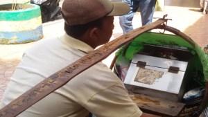 Pedgang Tahu Gejrot di Bandung. | Foto serbabandung.com #serbabandung