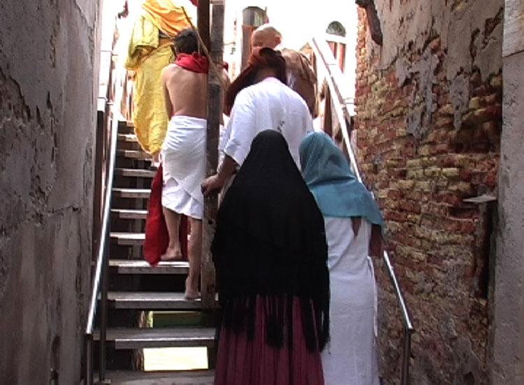 Via della Croce - on the set