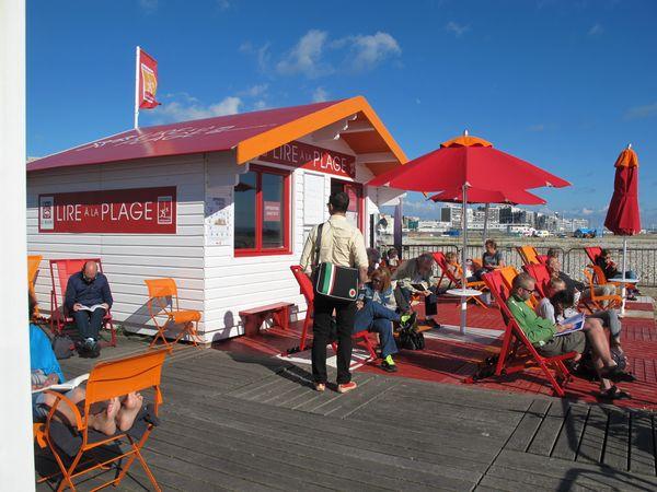 Lire à la plage au Havre