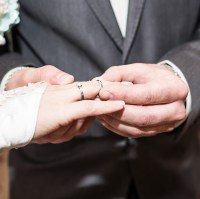 Should A Wedding Ring And Engagement Ring Be Same Finger Size?