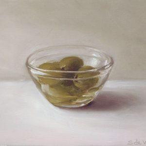 Olijven in een schaaltje, olieverf op paneel, 13 x 16 cm, Serge de Vries