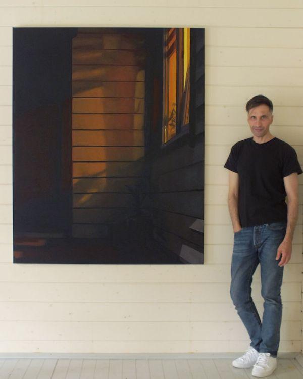 Serge naast de Voordeur bij avond xxl, olieverf op linnen, 160 x 130 cm, Serge de Vries