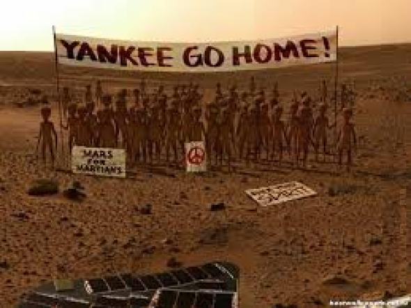 Ipotetica manifestazione degli abitanti di Marte all'ennesimo arrivo di una sonda terrestre atta a comprendere la nostra capacità di abitare il pianeta rosso.