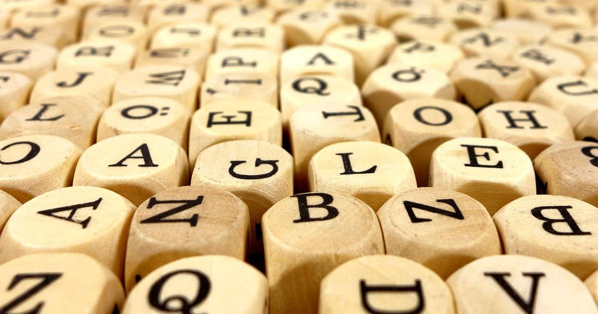 Lettere sui dadi per costruire parole