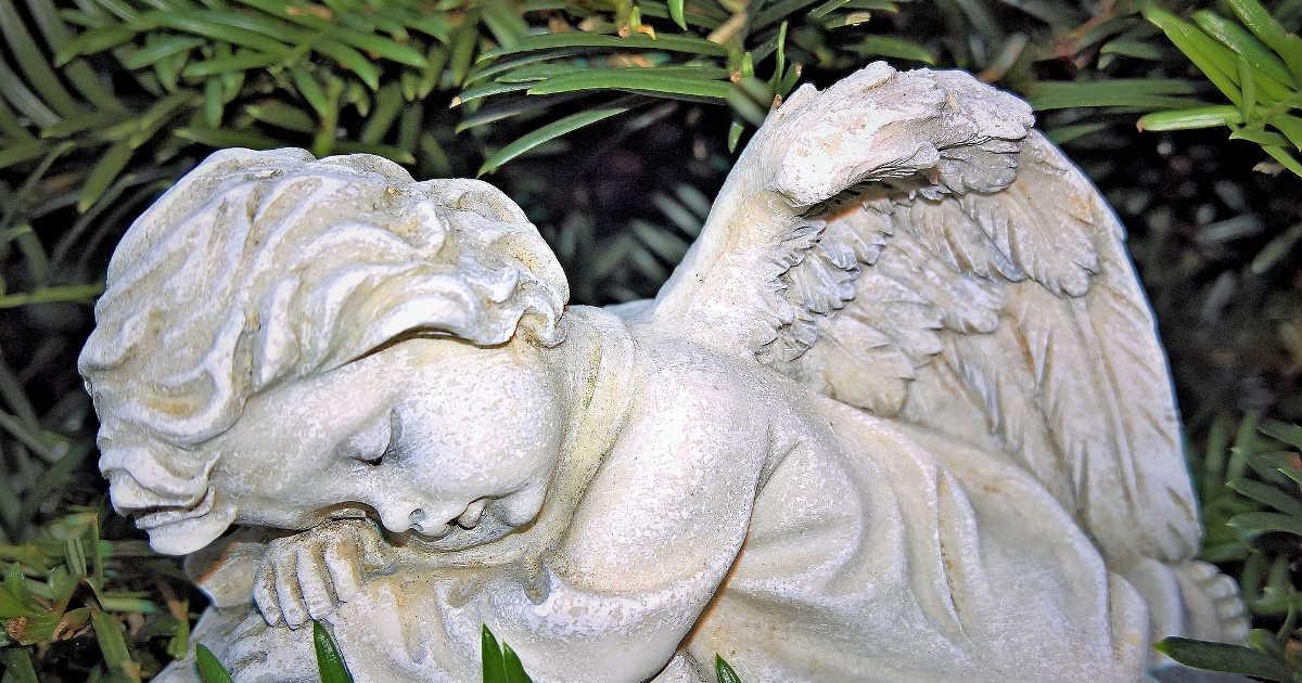 Statua funeraria di un angioletto
