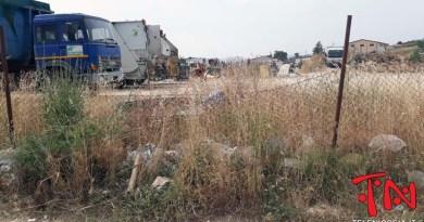 Nicosia, è in condizioni pietose il deposito mezzi della Multiecoplast tra sporcizia ed abbandono – VIDEO