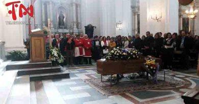 L'ultimo saluto di Nicosia al sacerdote don Enzo Campagna – VIDEO