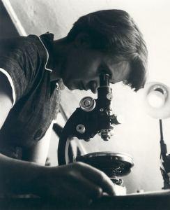 Rosalind Franklin (1920-1958) une des Femmes de sciences spoliées.