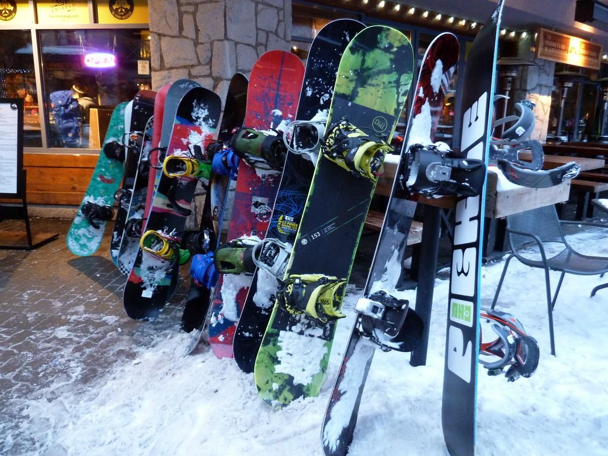 planche de snowboard rangées whistler
