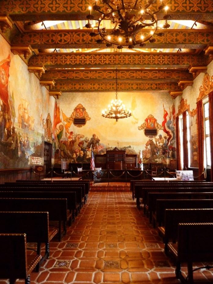 peinture rappelant l'histoire de la ville county courthouse santa barbara