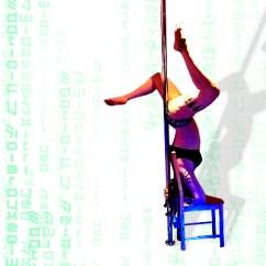 Chair Dance Ritual Song Wood Chairs For Sale Le Serpent Blanc Tanzstudio Fur Gogo Pole Orientalischen Stuhl Und Stange In Kombination Auf Der Lehne Rakeln Beinspiel Sexy Drehungen Anmutige Schwebefiguren Alles Ist Moglich