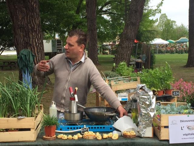 Le Chef Lassuderie en pleine démonstration sur le stand de la Serre Ô Délices