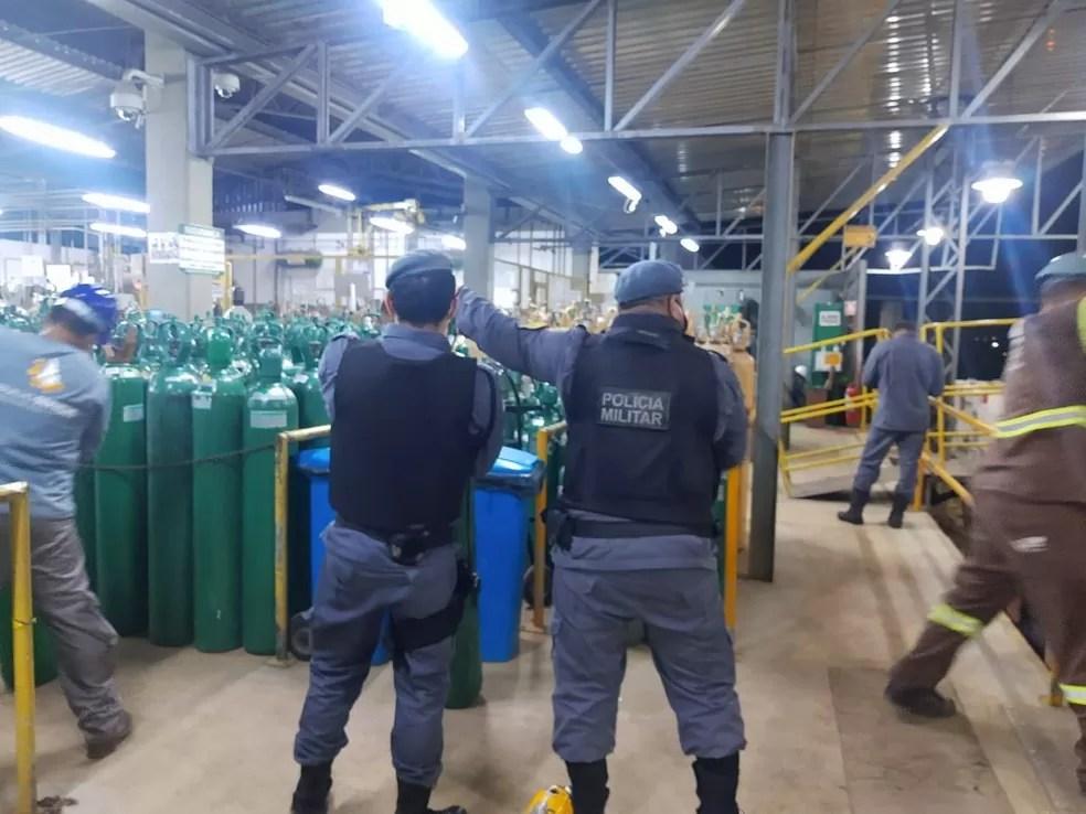 Manaus recebe cilindros de oxigênio de São Paulo e empresa fornecedora