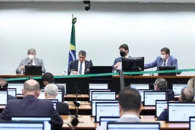 João Azevêdo se reúne com bancada federal e assegura investimentos para obras na Paraíba