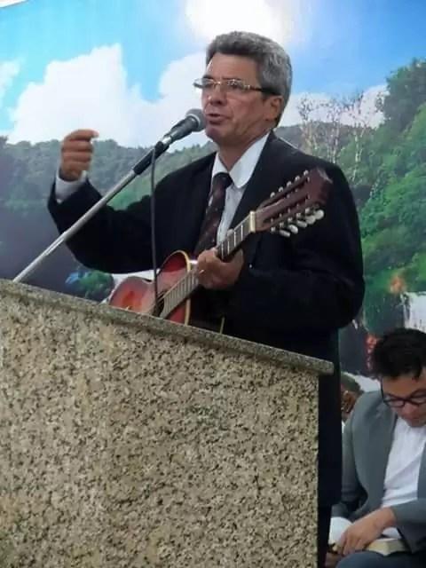 Chagas Vitoriano, que apresenta o programa violeiros em cristo em Jericó é escolhido melhor locutor do ano