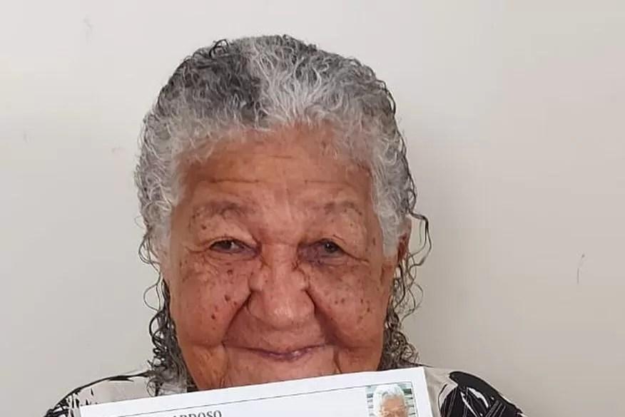 Idosa de 101 anos entrega currículo em empresa do interior de São Paulo e caso viraliza na web: 'Para ajudar um pouco'