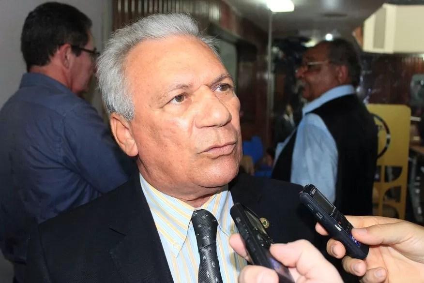 Prefeito de Cajazeiras, José Aldemir, deixa hospital e vai para casa após quadro de desidratação