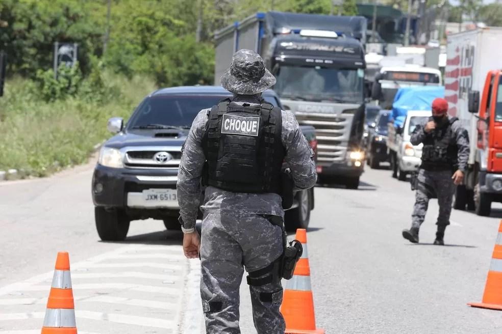 Pessoas serão paradas em blitze para explicar porque estão fora de casa, diz prefeitura de Fortaleza