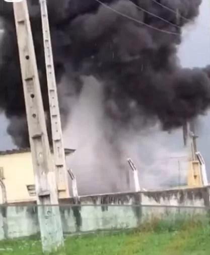 Transformador de subestação elétrica explode durante temporal