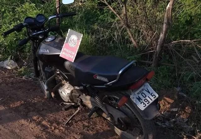 Em Sousa: Moto com restrição de roubo/furto é encontrada pela Polícia Militar após denúncia anônima