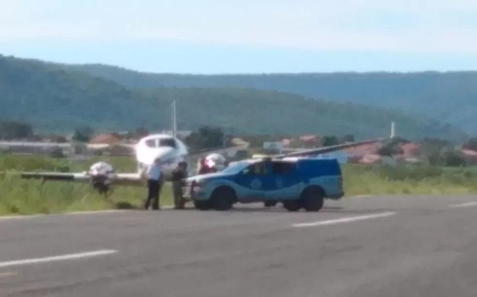 Avião com doses da vacina da Covid-19 bate em jumento que estava em pista de aeródromo da Bahia
