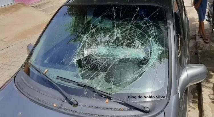 Vendedor agride e ameaça a mãe e danifica carro do irmão, em São Bentinho