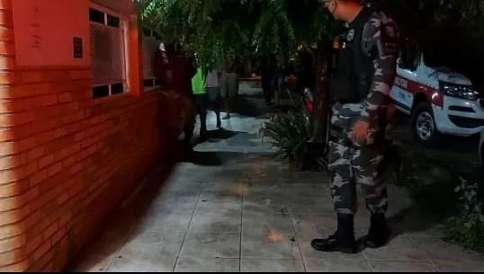 Polícia Militar prende neste sábado, cinco homens por porte ilegal de arma e tráfico de drogas, em Jericó
