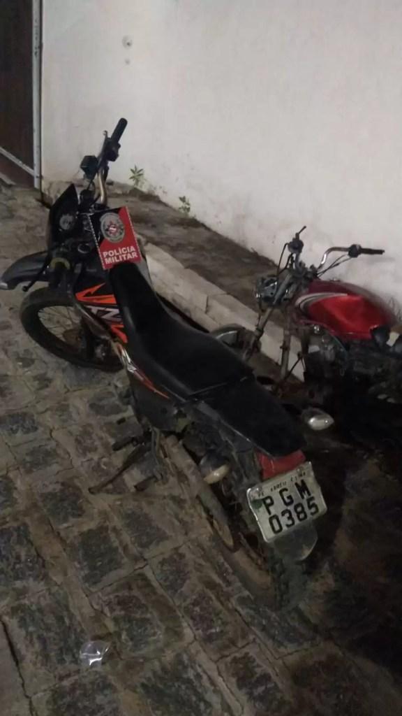 POLÍCIA MILITAR DETÉM HOMEM E RECUPERA EM SOUSA MOTOCICLETA COM RESTRIÇÃO DE ROUBO