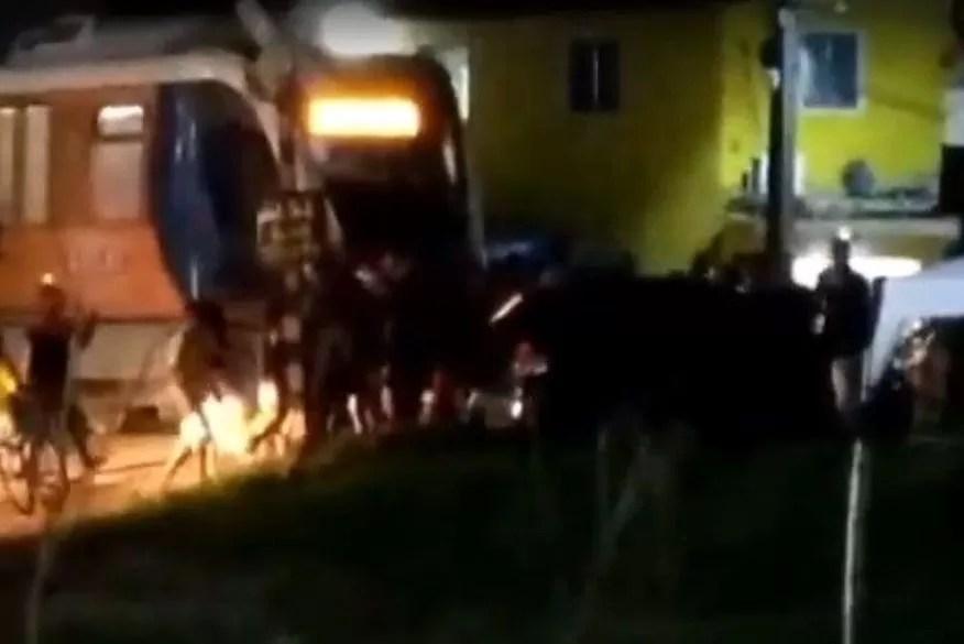 Trem e carro colidem nas proximidades do Jacaré, em Cabedelo