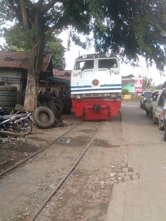Kereta Sedang Tambal Ban