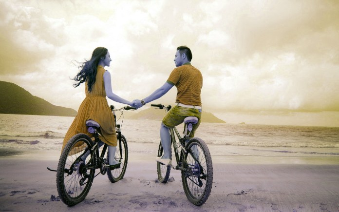 romantic-couple-bycycle-hd-wallpapers