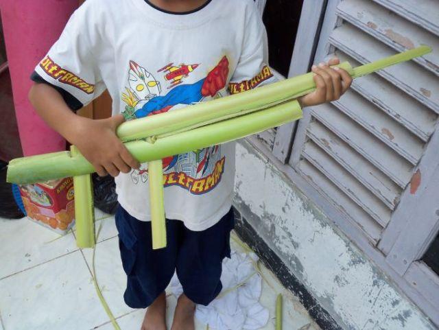 Senapan dari pelepah pisang