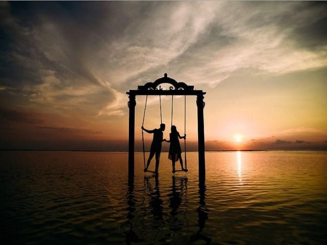 Indonesia yang tak kalah indah juga mempunyai destinasi pre-wedding yang indah, yaitu berada di Lombok. gambar via: boredpanda.com