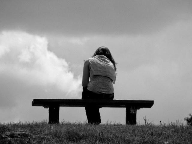 berpikiranlah yang positif, siapa tahu memang temanmu tidak ada niat sedikitpun untuk merusak hubunganmu dengan pasanganmu. namun jika kamu masih belum bisa berpikir positif, kamu bisa lakukan cara lain yaitu dengan memisahkan diri. hal ini perlu dilakukan, agar tidak terjadi masalah lain yang tidak diinginkan. gambar via: katagalaubagus.blogspot.com