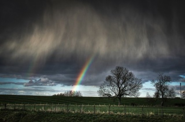 Pelangi Ketika Badai