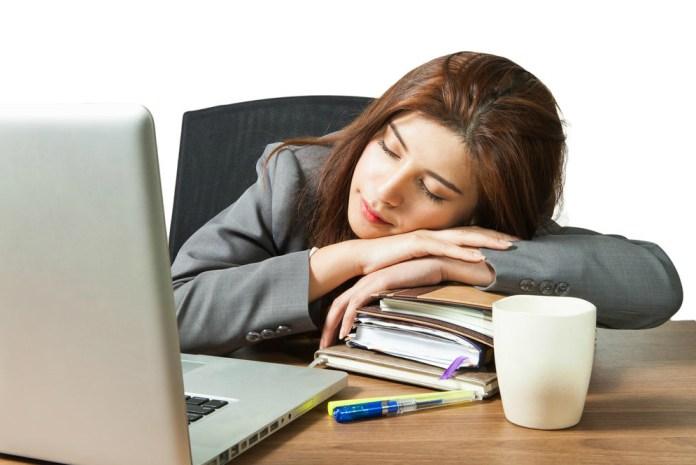 Tidur siang meningkatkan produktivitas kerja