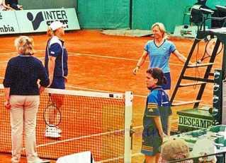 2000 M Navratilova and Marian De Swardt (RSA) vs. A Fusai and Natalie Tauziat