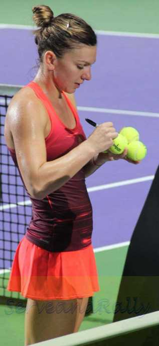 Halep signs balls