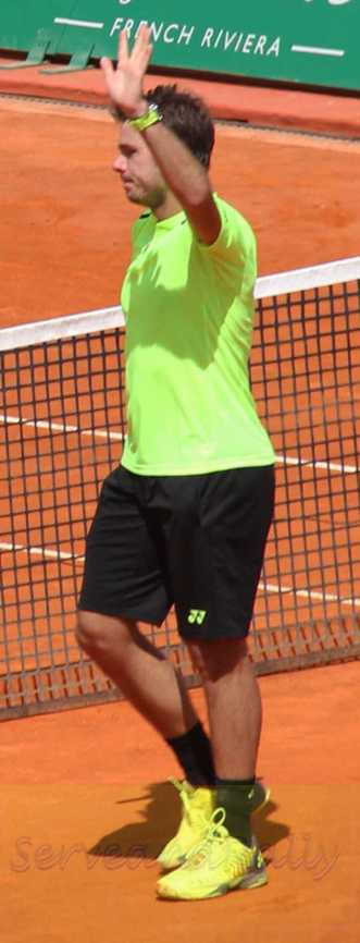 SWawrinka waves to crowd