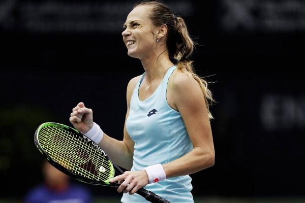 Rybarikova upends Sharapova