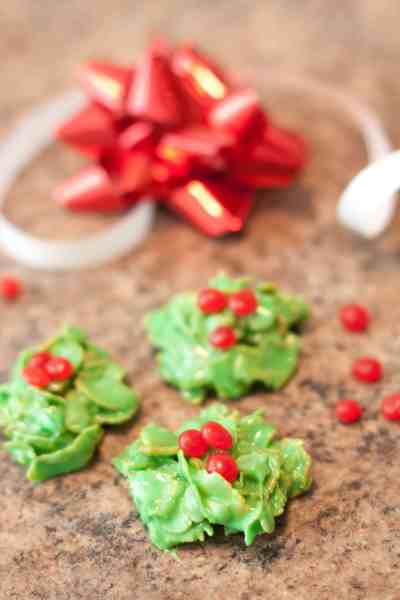 Easy 5 Ingredient, no bake Christmas Wreath Cookies! The perfect addition to your holiday cookie plate!