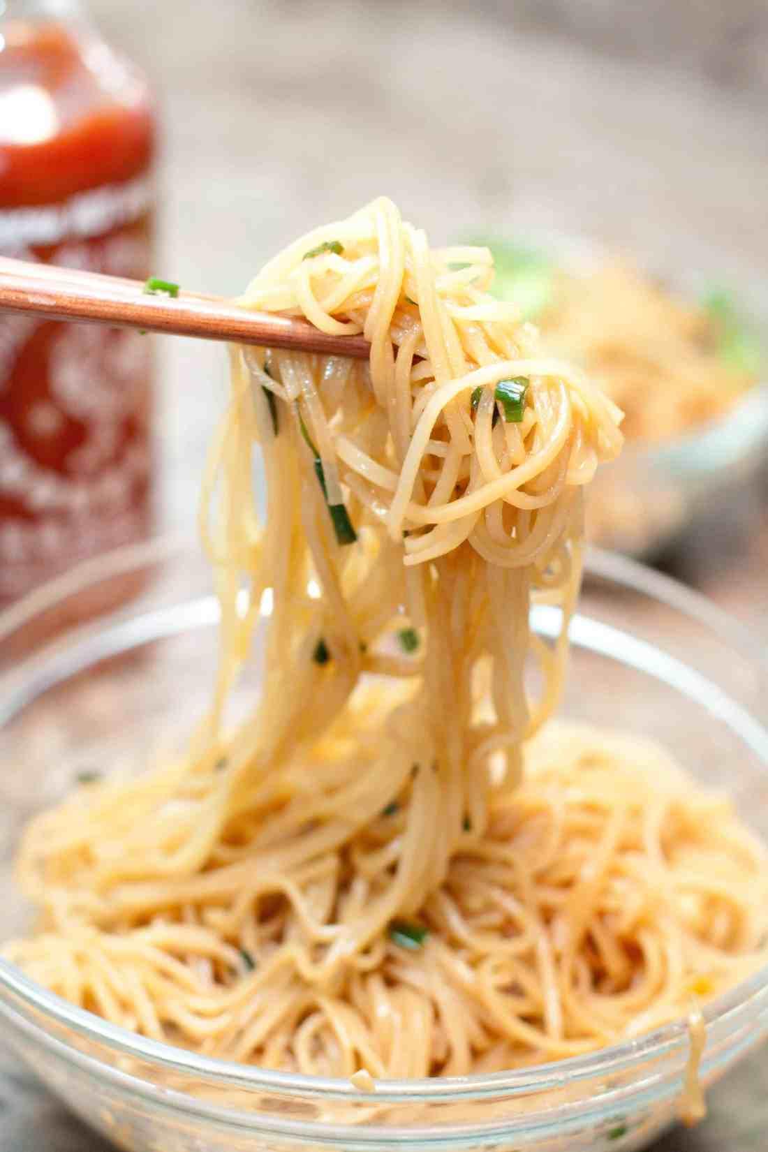 15 minute garlic fried noodles served from scratch. Black Bedroom Furniture Sets. Home Design Ideas