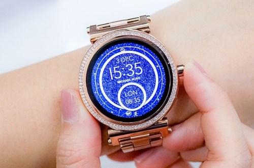 woman wearing rose gold smartwatch