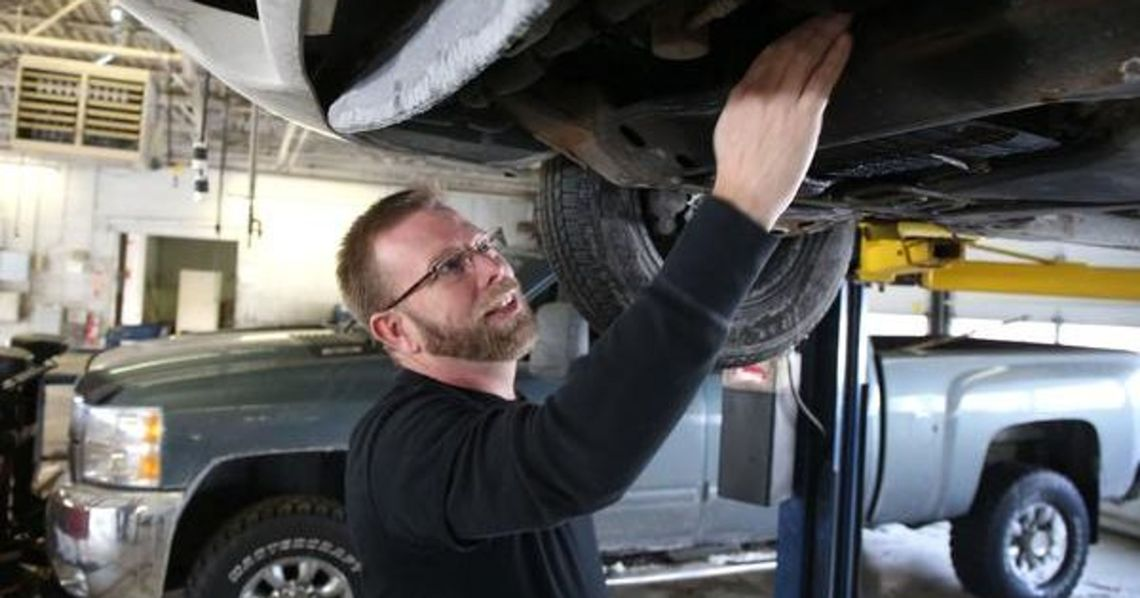 When A Transmission Repair Is Need A Licensed Mechanic In Tucson Can Help Services Dealers