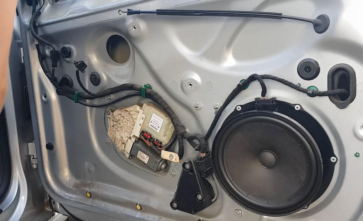 TUTORIAL: Demontare macara geam usa fata dreapta VW Golf Mk5, Jetta in 20 pasi simpli