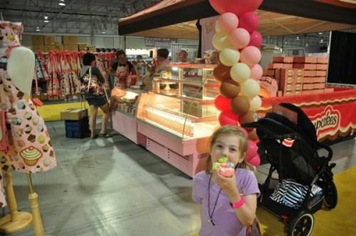 Cucpake Girls cupcake stand