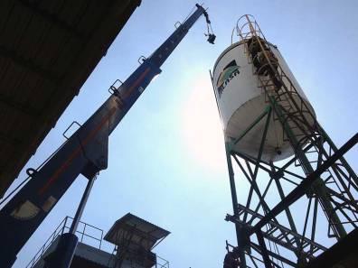 Descarga de tanques elevados para fábricas