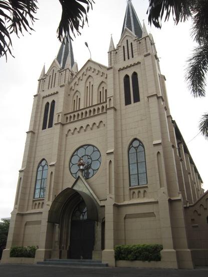 Gereja Kayu Tangan Malang depan