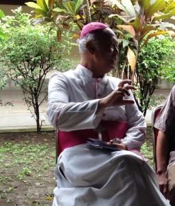 Mgr. Johannes Pujasumarta duduk di Nandan Yogyakarta ok